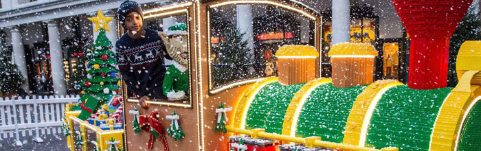 Choo Choo – #LEGOSantaExpress puffs into Covent Garden Piazza